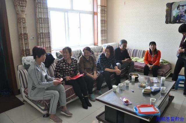 阳城城关教会关注重病人和智障儿童